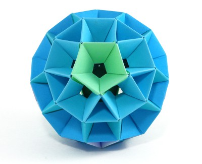 The two opposite sides of this model converge into a single green pentagon