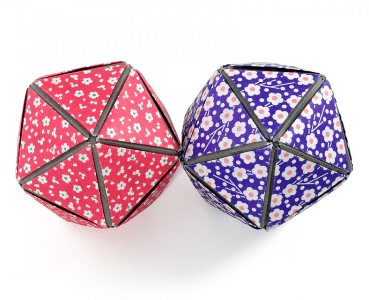 The edges and vertices of the models form star shapes